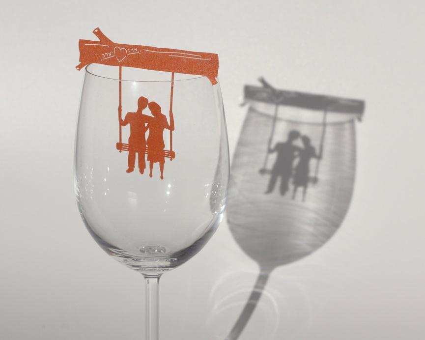 מיתוג לכוס יין – זוג על נדנדה