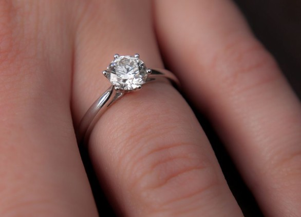 היהלום שבטבעת האירוסין – הגודל כן קובע