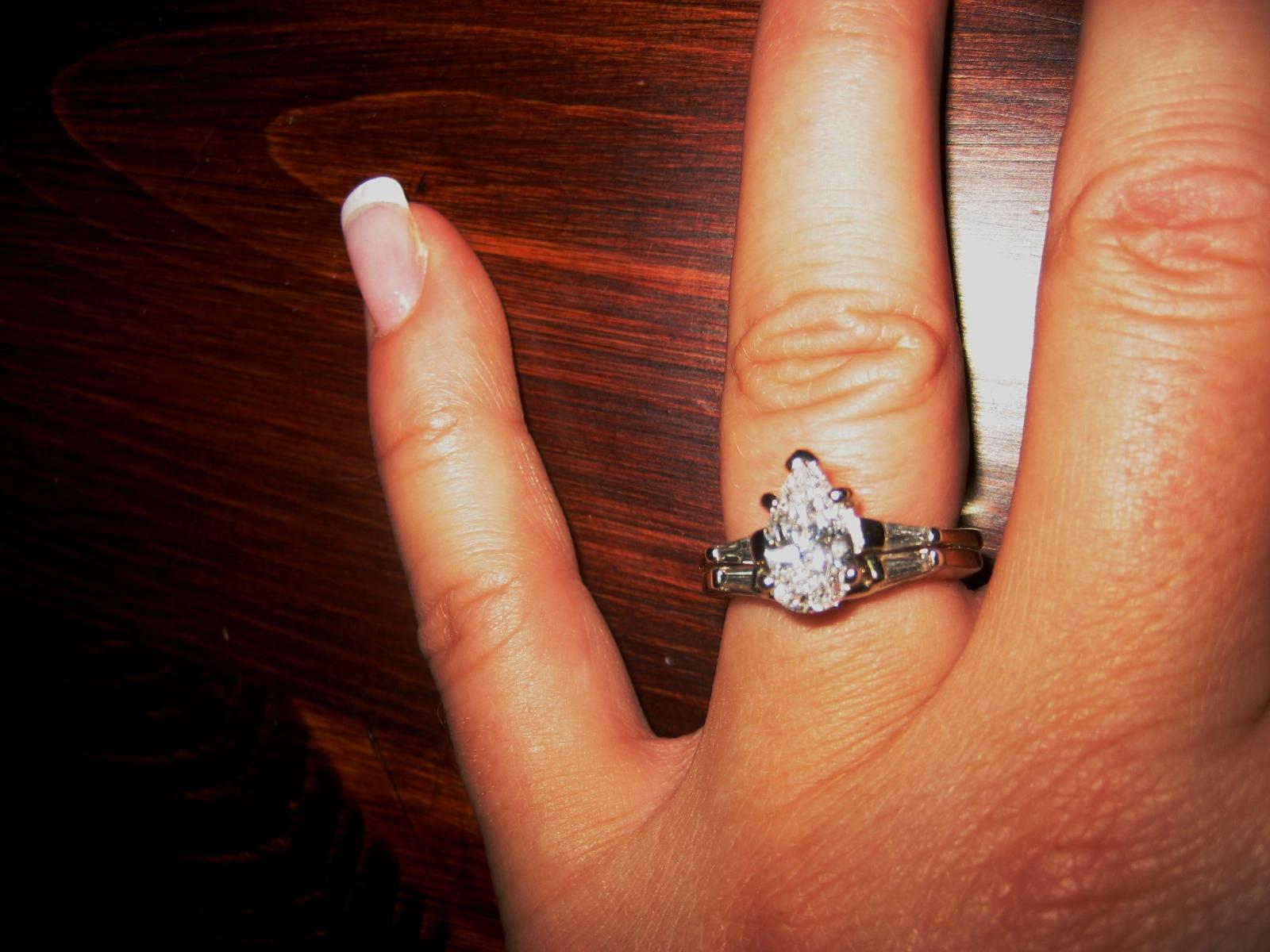 טבעת יהלום - חיתוך אגס
