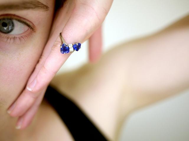 טבעת נישואין ספיר כחולה