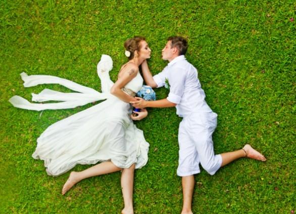 הזמנות חתונה ומעטפות עם נייר ממוחזר – חתונה עם הטבע